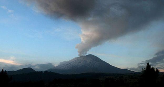 Rauchwolken über dem Popocatépetl