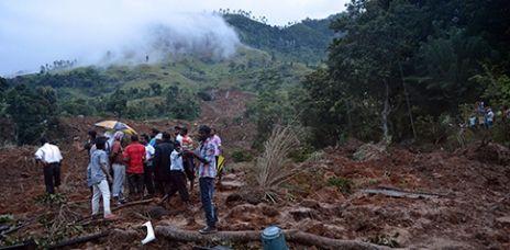 Nach Erdrutsch: Rund 100 Menschen lebendig begraben