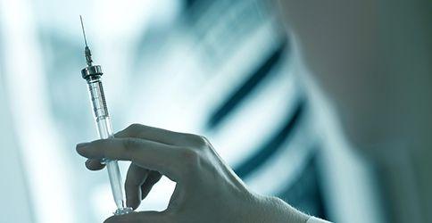 Spritze, Impfung (shutterstock)