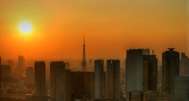 Sonniger und heißer Nachmittag in Tokyo