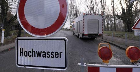 Hochwasser (PATRIK STOLLARZ / AFP)