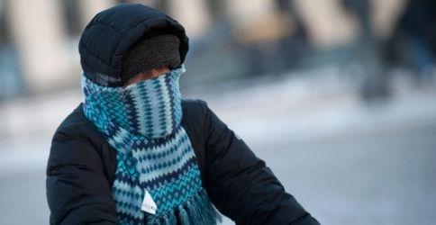 Fahrradfahrerin bei Kälte