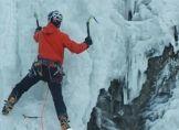 Eiskletterer bezwingt die Niagarafälle