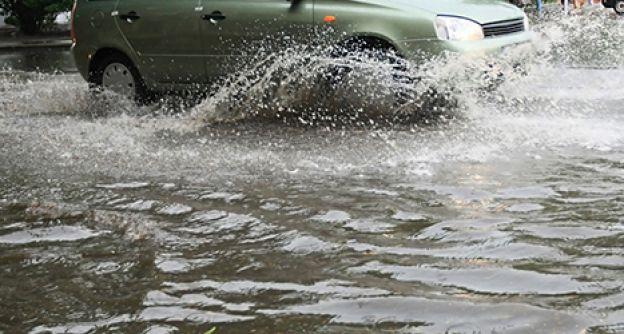 Überschwemmung, Auto