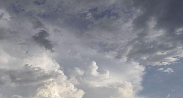 gewitterwolken verdunkeln den himmel ddp web