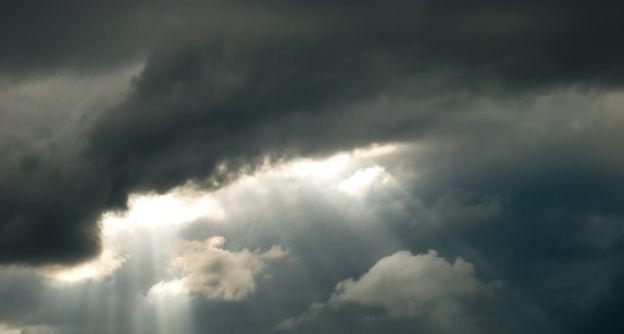 dunkle wolken shutterstock