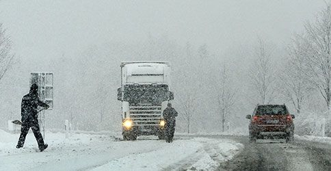 Autos im Schneegestöber