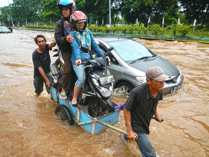Es kam in jakarta nämlich mal wieder zu überschwemmungen bei der