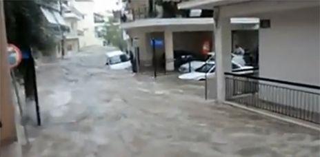 Doppelt getroffen: Erdstöße und Überschwemmungen